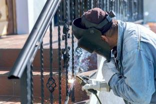 Montarea balustradelor din fier forjat: pasi de lucru si scule utile